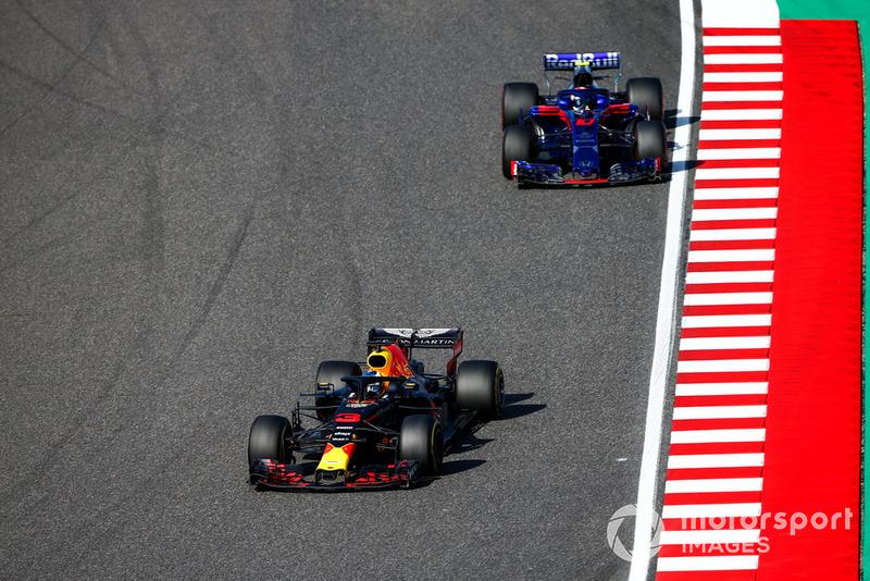 Daniel Ricciardo, Red Bull Racing RB14, Pierre Gasly, Scuderia Toro Rosso STR13
