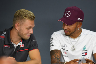 Kevin Magnussen, Haas F1 Team and Lewis Hamilton, Mercedes AMG F1 in Press Conference