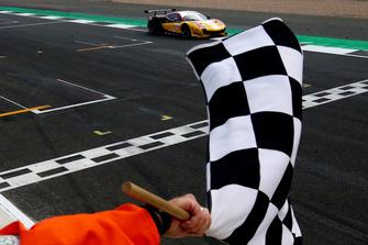 Race winner GTE, #66 JMW Motorsport Ferrari F488 GTE: Liam Griffin, Alex MacDowall, Miguel Molina