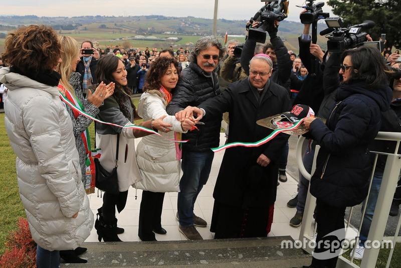 Кейт Фретті, Росселла та Паоло Сімончеллі на відкритті «Будинку Марко Сімончеллі»