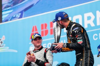 Jean-Eric Vergne, DS TECHEETAH, 1st position, kisses his trophy on the podium alongside Oliver Rowland, Nissan e.Dams, 2nd position,