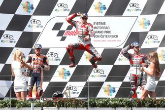 Podio: il secondo classificato Marc Marquez, Repsol Honda Team, il vincitore della gara Jorge Lorenzo, Ducati Team, il terzo classificato Andrea Dovizioso, Ducati Team