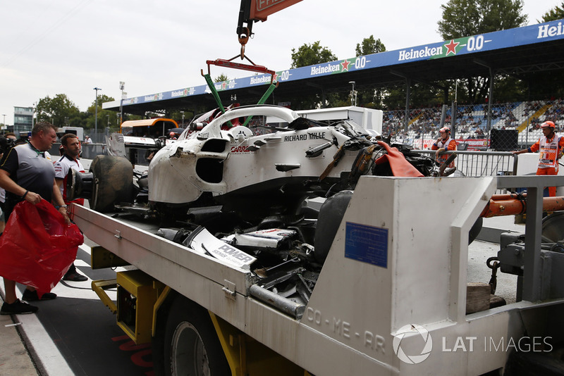 The crashed car of Marcus Ericsson, Sauber C37 is recovered to the pits in FP2
