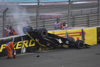 Nico Hulkenberg, Renault Sport F1 Team R.S. 18, capottato al primo giro