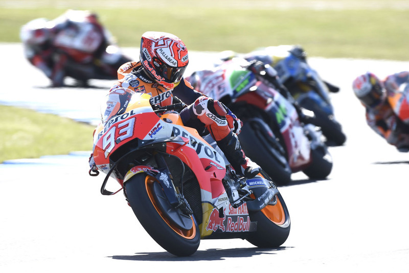 Marc Marquez, Repsol Honda Team, con la moto danneggiata