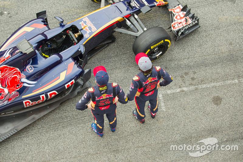 Max Verstappen, Scuderia Toro Rosso y Carlos Sainz Jr., Toro Rosso con el Toro Rosso STR11