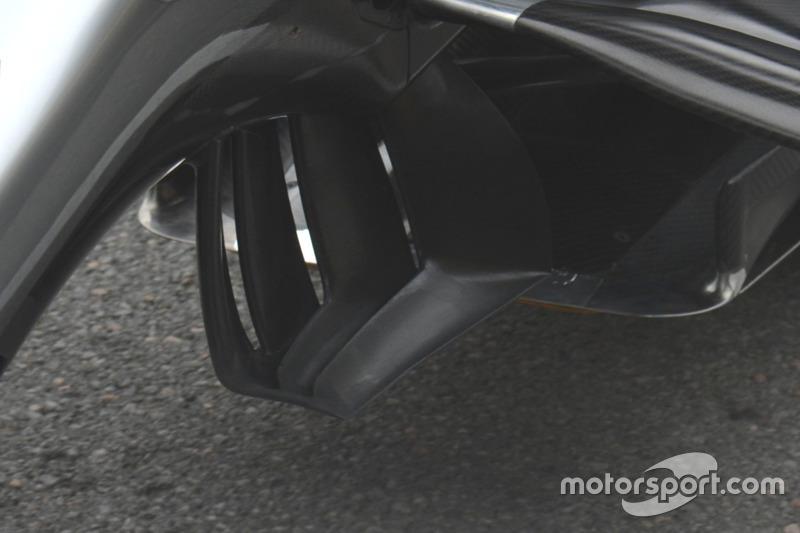 Mercedes  W07 Hybrid: dettaglio ala posteriore