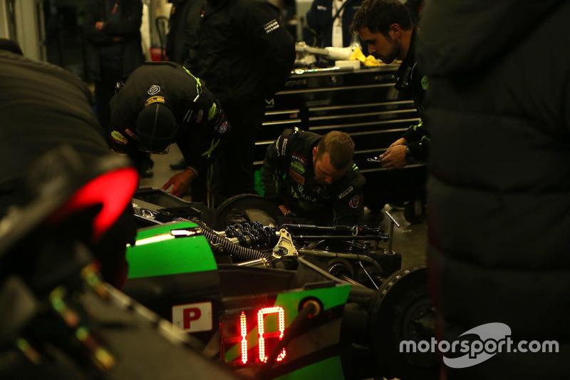 #22 Tequila Patron ESM Nissan DPi: Ed Brown, Johannes van Overbeek, Bruno Senna, Brendon Hartley in de pitbox