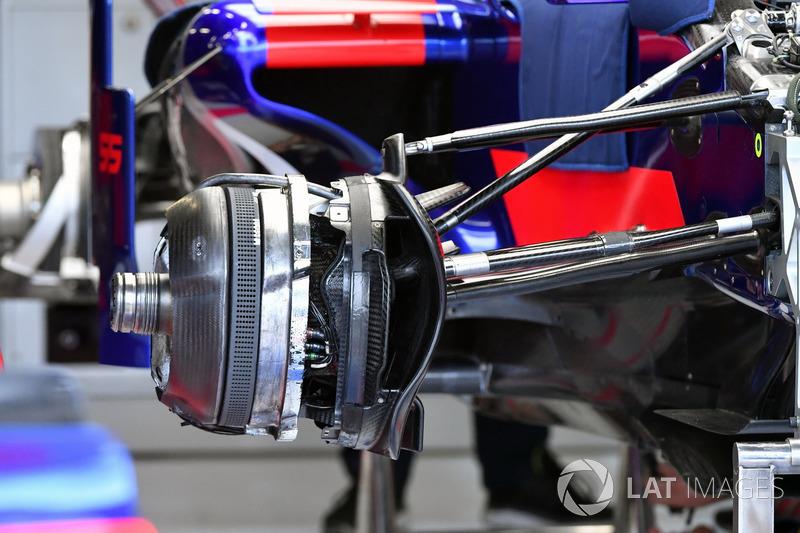 Передні гальма та кріплення колеса Scuderia Toro Rosso STR12