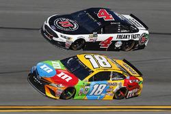 Kyle Busch, Joe Gibbs Racing Toyota and Kevin Harvick, Stewart-Haas Racing Ford
