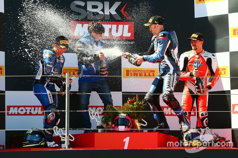 Podio: ganador de la carrera Lucas Mahias, GRT Yamaha Official WorldSSP Team, segundo lugar Sheridan Morais, Kallio Racing, tercer lugar P.J. Jacobsen, MV Agusta