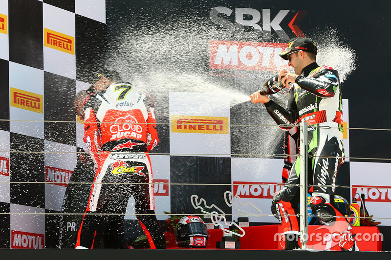 Podium: race winner Chaz Davies, Ducati Team, second place Jonathan Rea, Kawasaki Racing, third plac