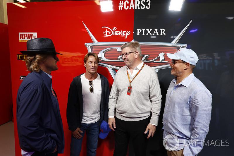Ross Brawn, Director General de Motorsports, FOM y los Actores Woody Harrelson y Owen Wilson en el g