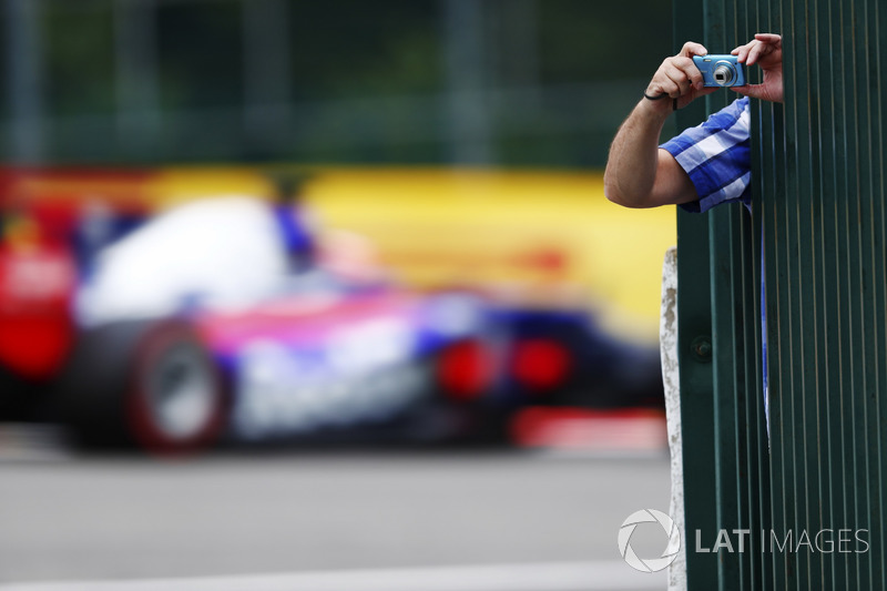 Уболівальник, Данііл Квят, Scuderia Toro Rosso STR12