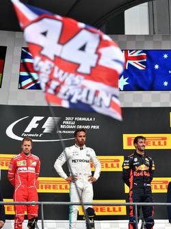 Sebastian Vettel, Ferrari, Lewis Hamilton, Mercedes AMG F1 ve Daniel Ricciardo, Red Bull Racing podyumda