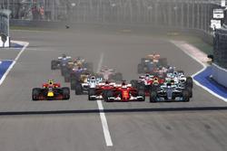 Valtteri Bottas, Mercedes AMG F1 W08, Sebastian Vettel, Ferrari SF70H, Kimi Raikkonen, Ferrari SF70H, Lewis Hamilton, Mercedes AMG F1 W08 at the start