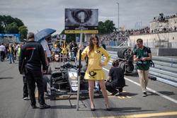 Chica de la parrilla, Joel Eriksson, Motopark Dallara F317 - Volkswagen