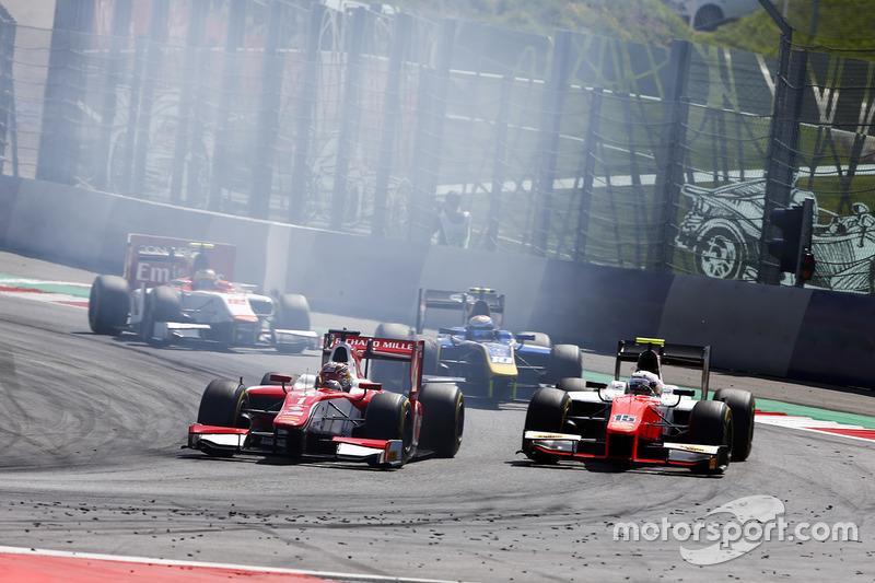 Шарль Леклер (PREMA Powerteam) і Джордан Кінг (MP Motorsport)