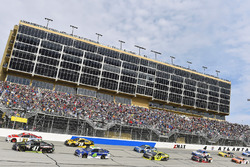 Kurt Busch, Stewart-Haas Racing, Ford; Ryan Blaney, Wood Brothers Racing, Ford