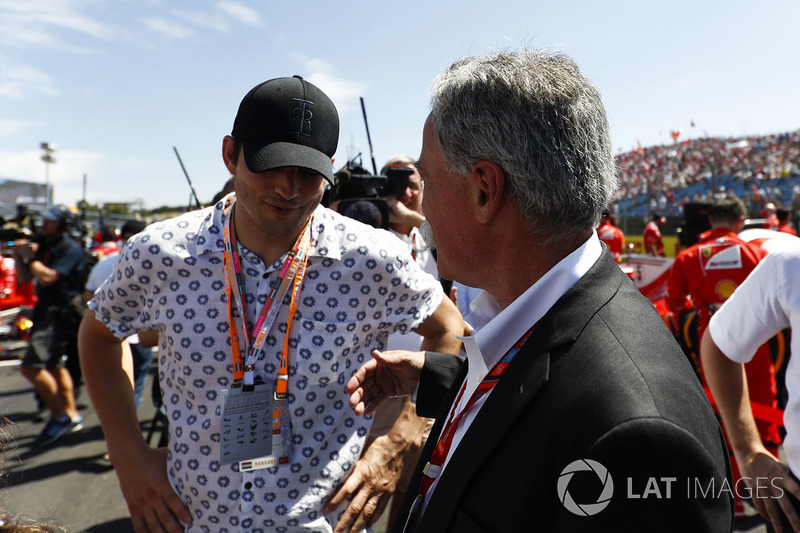 El actor, Ashton Kutcher, Chase Carey, Fórmula 1
