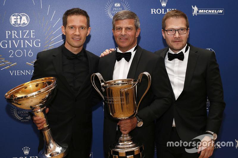 Sébastien Ogier, campeón del WRC, Fritz Enzinger, Vicepresidente LMP1 Porsche equipo, Andreas Seidl, director del equipo Porsche