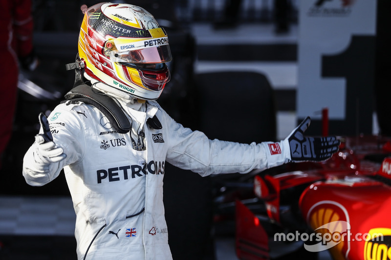 2. Lewis Hamilton, Mercedes AMG, feiert im Parc Ferme