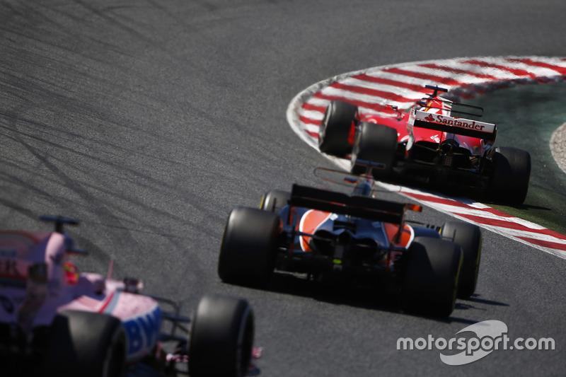 Sebastian Vettel, Ferrari SF70H, Fernando Alonso, McLaren MCL32, Sergio Pérez, Sahara Force India F1 VJM10