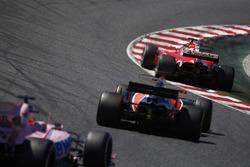 Sebastian Vettel, Ferrari SF70H, Fernando Alonso, McLaren MCL32, Sergio Perez, Sahara Force India F1 VJM10