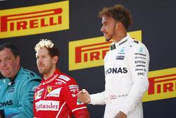 Подіум: переможець Льюіс Хемілтон, Mercedes AMG F1, Себастьян Феттель, Ferrari