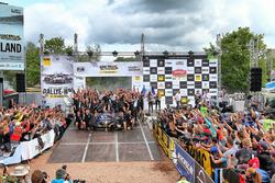 Podium: Ott Tänak, Martin Järveoja, Ford Fiesta WRC, M-Sport, mit dem Team