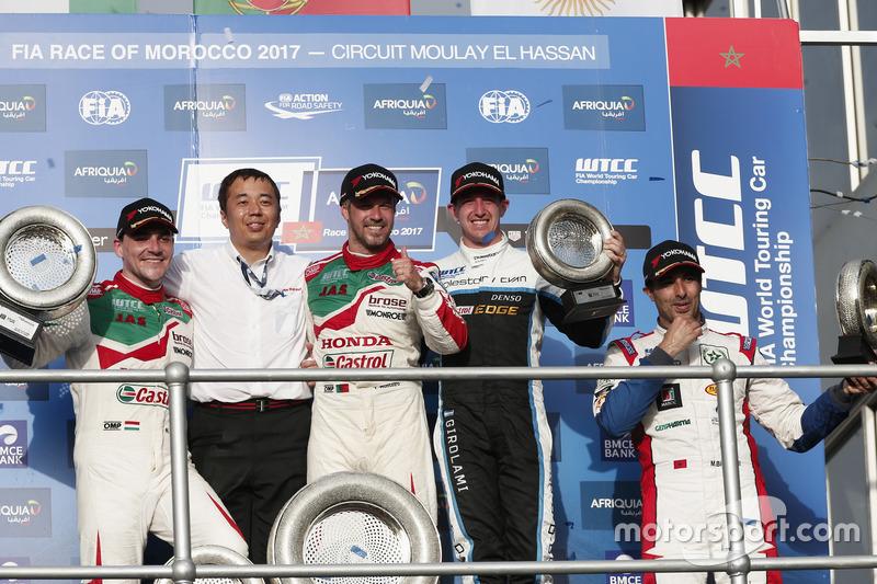 Podium: 1. Tiago Monteiro, Honda Racing Team JAS, Honda Civic WTCC; 2. Norbert Michelisz, Honda Raci