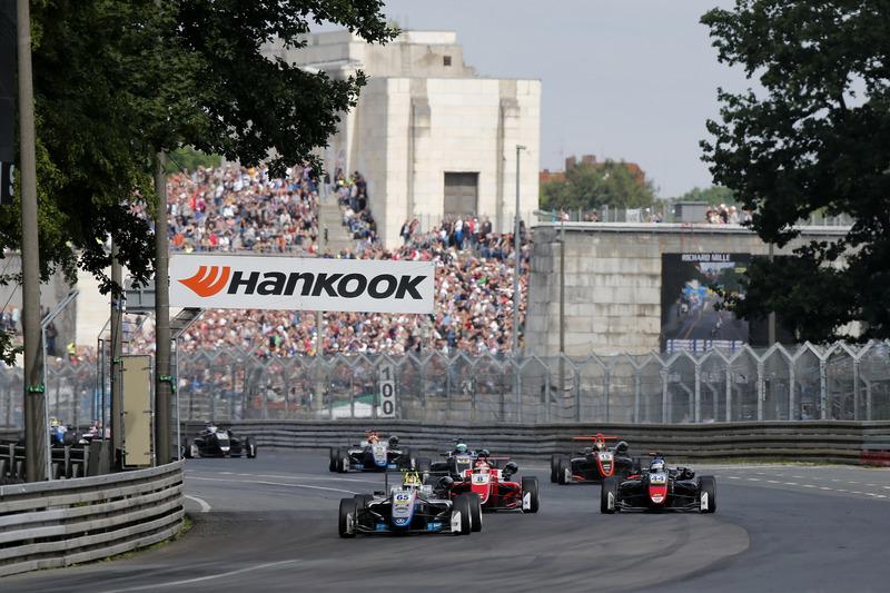 Restart Enaam Ahmed, Hitech Bullfrog GP Dallara F317 - Mercedes-Benz en tête