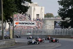 Restart Enaam Ahmed, Hitech Bullfrog GP Dallara F317 - Mercedes-Benz leads
