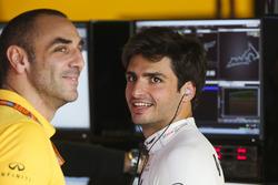 Cyril Abiteboul, Managing Director, Renault Sport F1 Team, Carlos Sainz Jr., Renault Sport F1 Team