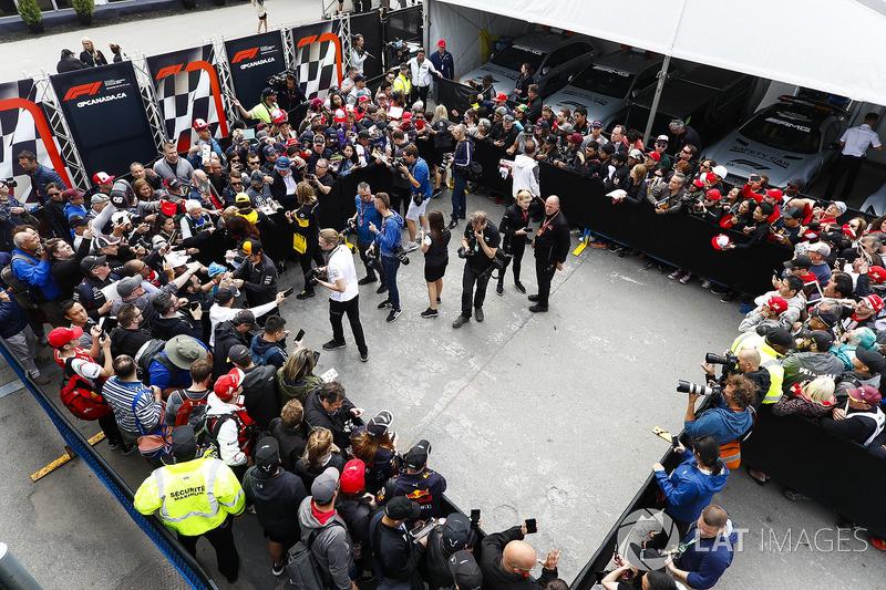 Fernando Alonso, McLaren, Carlos Sainz Jr., Renault Sport F1 Team, y Stoffel Vandoorne, McLaren, s