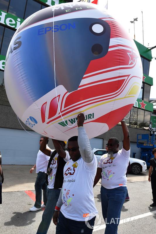 Lewis Hamilton, Mercedes-AMG F1 fans and helmet balloon