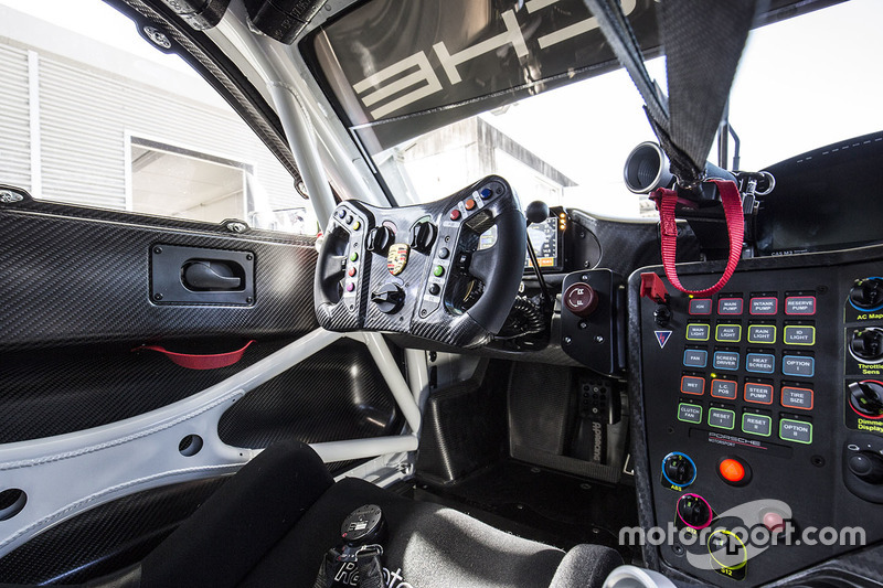 2019 Porsche 911 GT3 R interior