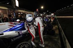 #23 United Autosports Ligier LMP2, P: Phil Hanson, Lando Norris, Fernando Alonso, pit stop