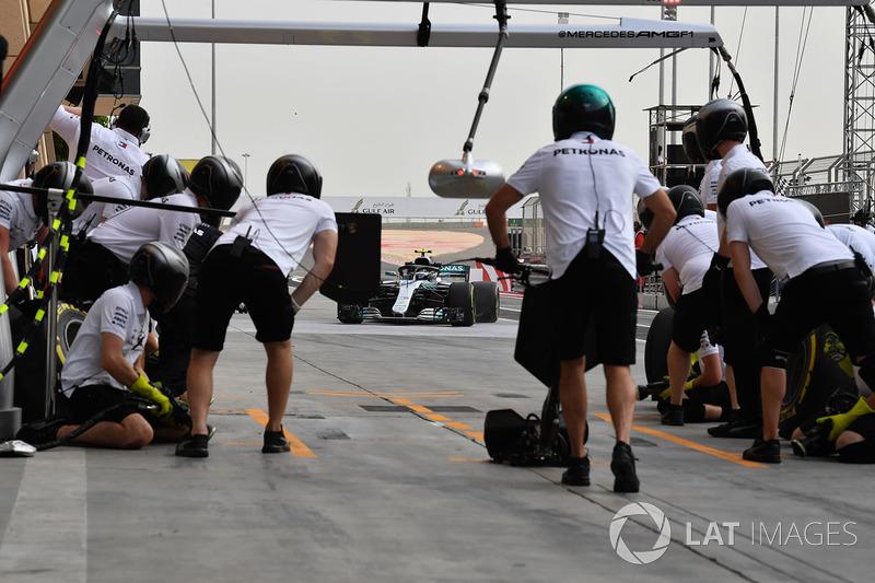 Arrêt au stand pour Valtteri Bottas, Mercedes-AMG F1 W09 EQ Power