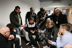 #7 Toyota Gazoo Racing Toyota TS050-Hybrid: Fernando Alonso with media