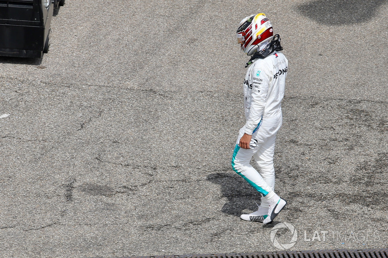Lewis Hamilton, Mercedes-AMG F1, tras su avería
