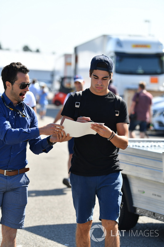 Lance Stroll, Williams signs an autograph