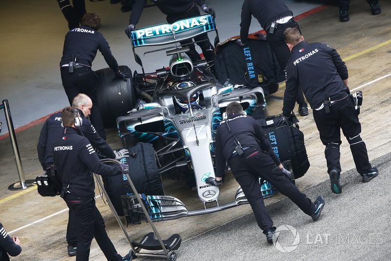Valtteri Bottas, Mercedes AMG F1 W09, is wheeled into his pit garage