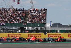 Sebastian Vettel, Ferrari SF71H, en tête au départ de la course