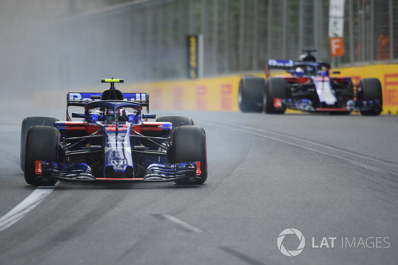 Hartley and Gasly after their near-miss in Q1