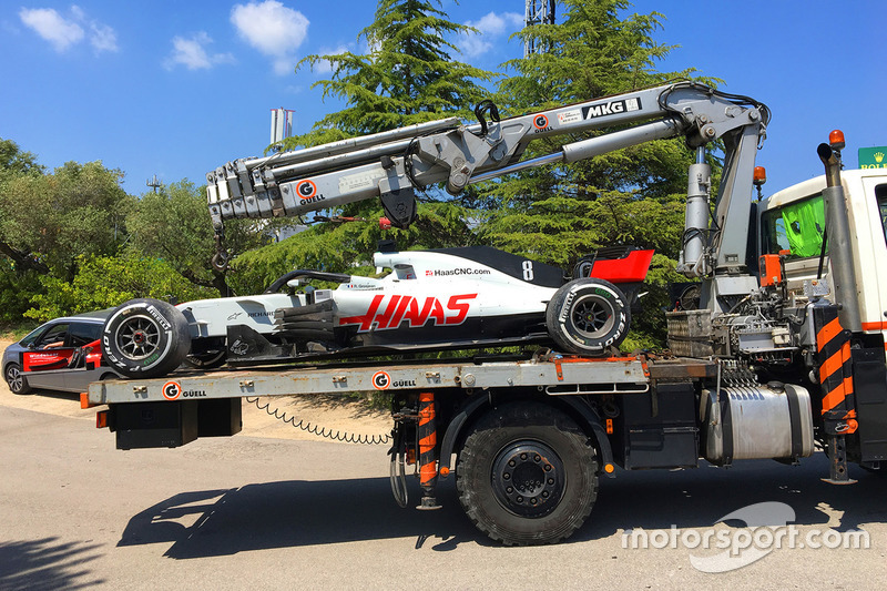Romain Grosjean, Haas F1 Team VF-18 is brought back to the pits