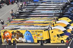 Kyle Busch, Joe Gibbs Racing, Toyota Camry M&M's M&M's Red Nose Day hauler