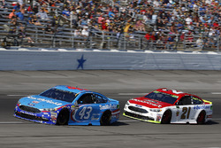 Aric Almirola, Richard Petty Motorsports Ford e Ryan Blaney, Wood Brothers Racing Ford