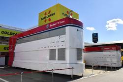 Des camions Alfa Romeo Sauber F1 Team