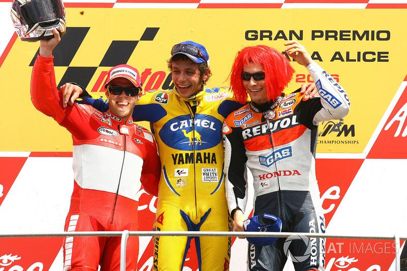 Podium : le vainqueur Valentino Rossi, le deuxième Loris Capirossi, le troisième Nicky Hayden